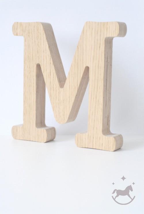 Bogstav i træ M